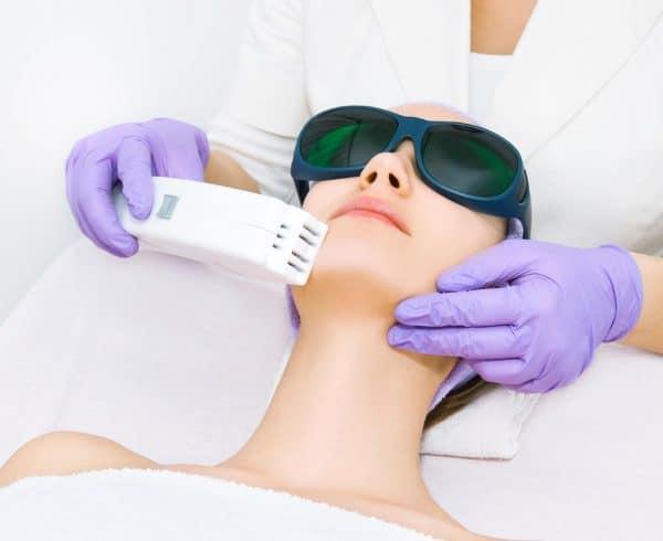Photo ECLAIR water – La tecnologia della Luce Pulsata per una pelle giovane e sana