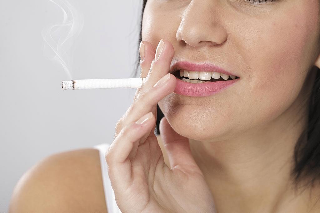 Il fumo danneggia i denti